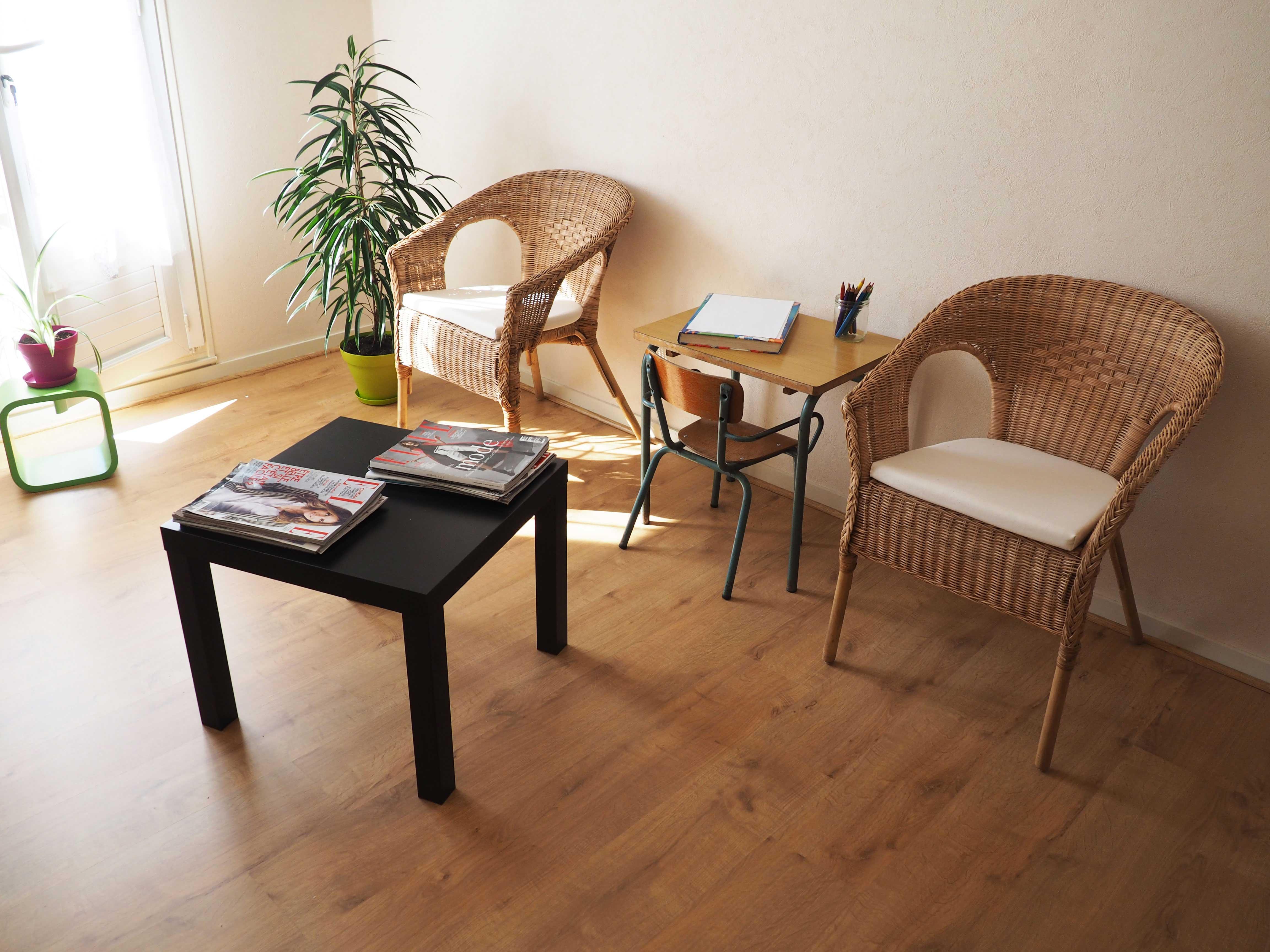 Salle d'attente, Table enfants (Alicia Bonnin, Psychologue et Neuropsychologue, Tours - La Riche)